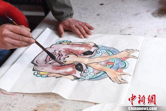 甘肅手藝人17載制2千多張儺面具 冀古老文化親近民眾