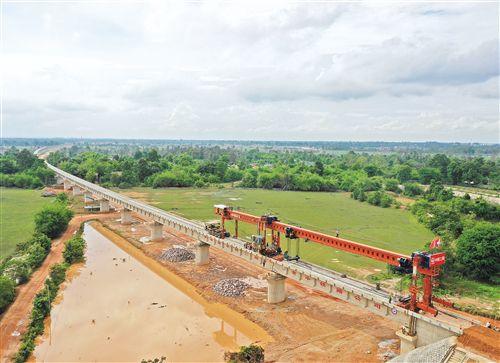 中老铁路全线最长桥梁架通