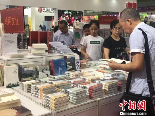 深圳书展开幕 展出100万册精品图书