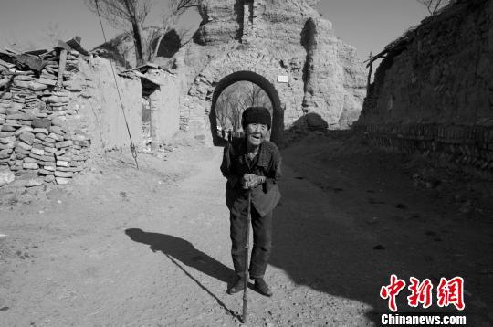 摄影家14年行走72座城堡 记录长城文化