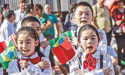 快閃來了!舞龍、旗袍秀......中華文化亮相圣保羅