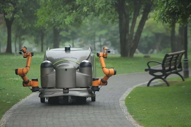 5G环卫机器人组队亮相 我国又一个全球第一