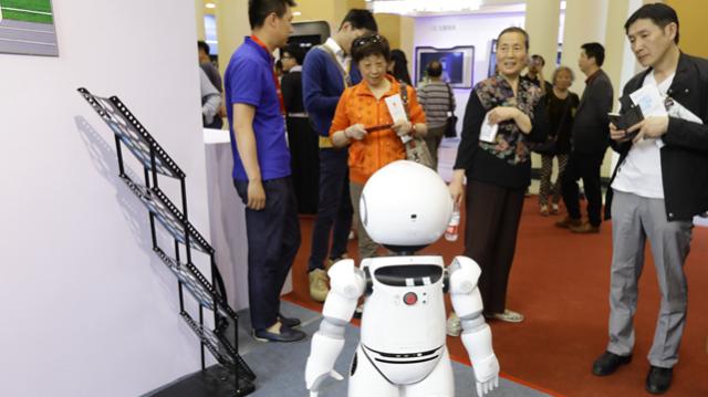郑军奇:中国机器人市场发展空间依旧巨大