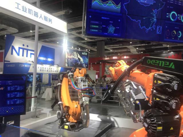 中外机器人同台竞技 在工博会上思考未来工厂