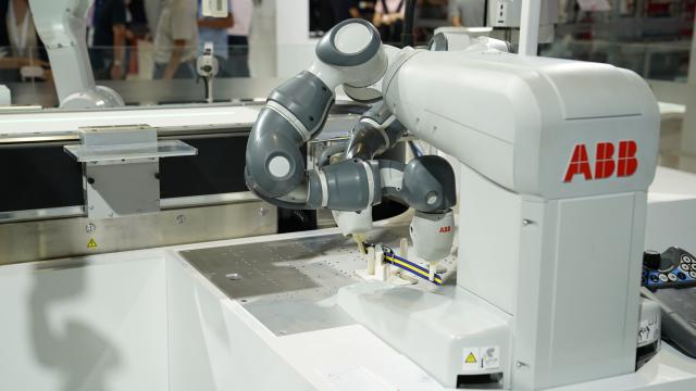 """工業機器人""""更快更高更強"""" 助力中國智能制造新發展"""