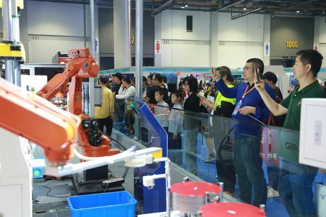 全球机器人产业代表萧山论剑 筹建国际机器人集群联盟