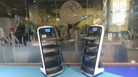 """中國送餐機器人落地新加坡 向世界傳遞""""中國智造""""名片"""