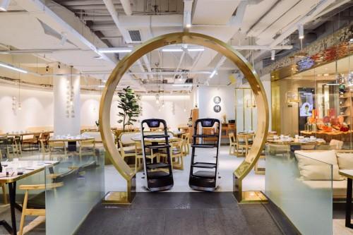 送餐機器人成行業爆款,餐飲企業將向科技化發展