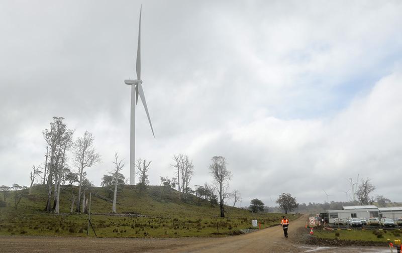 中企投资澳大年夜利亚风电项目首批风机并网发电