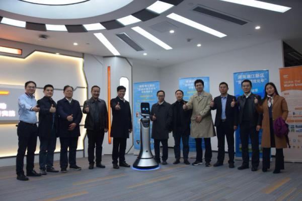 """首款长沙话版机器人落地,赋能湖南""""智慧+""""产业变革"""