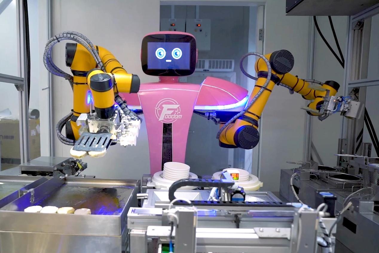 碧桂园首家机器人餐厅广州亮相,中式餐饮迎来技术大变革