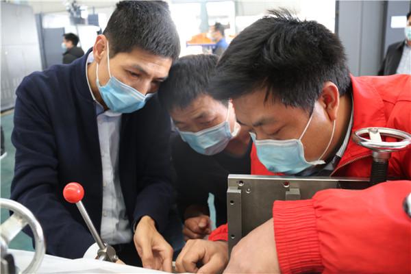 南安市装备制造协会组织相关企业研发全自动口罩机生产线